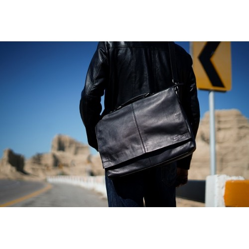 Options in Leather Bags To Enhance Your Professional Appeal At Work